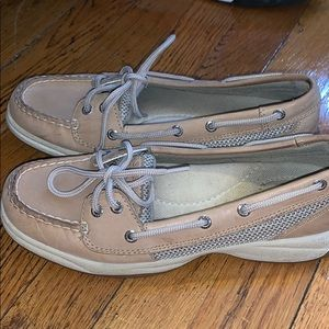 Women sperrys